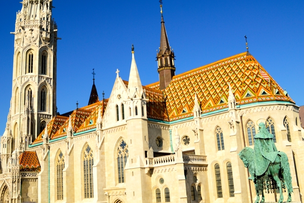 Matthias Church observed by a horseman.